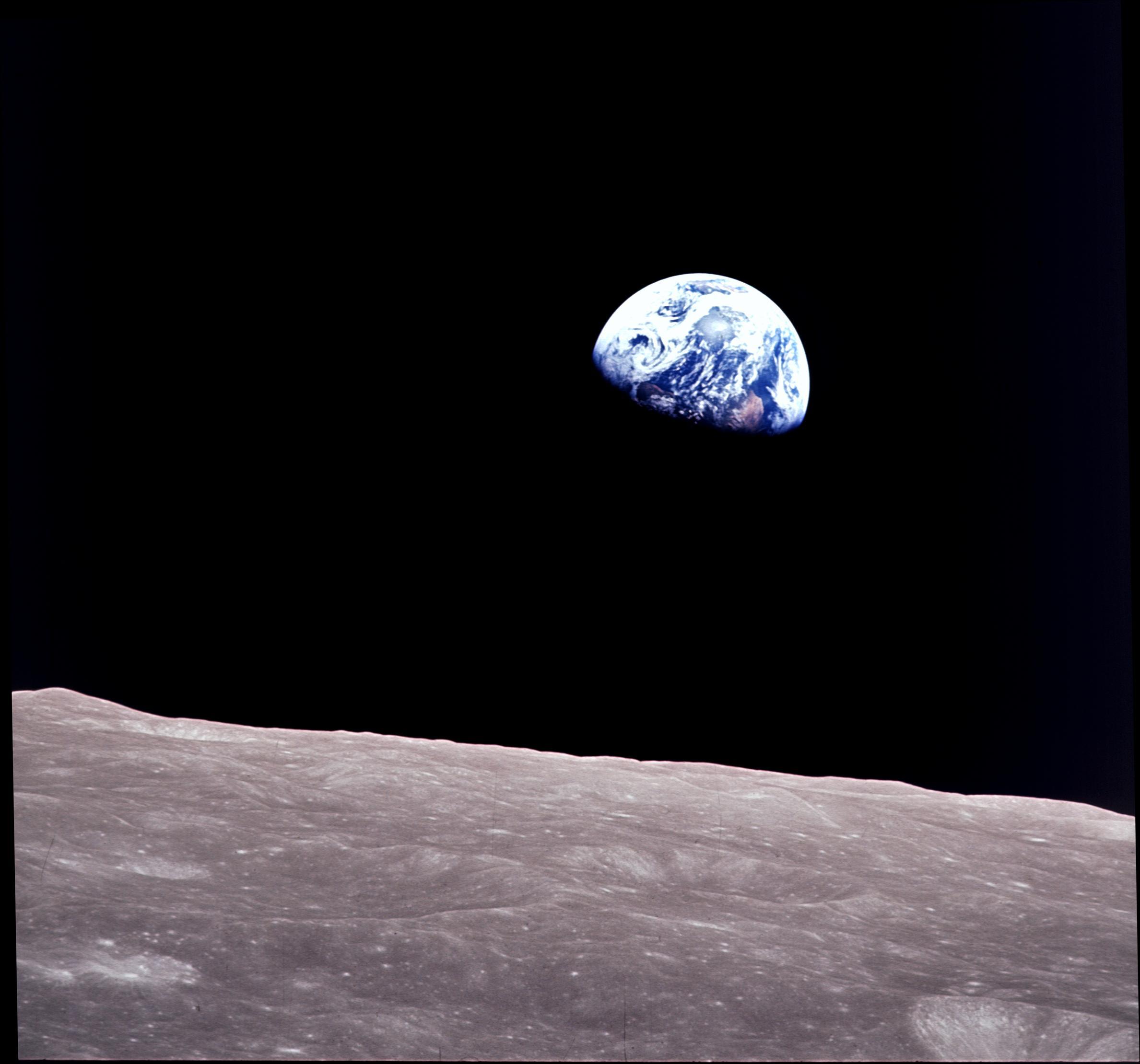 L'alba terrestre fotografata da Bill Anders (Apollo 8) il 22 dicembre 1968